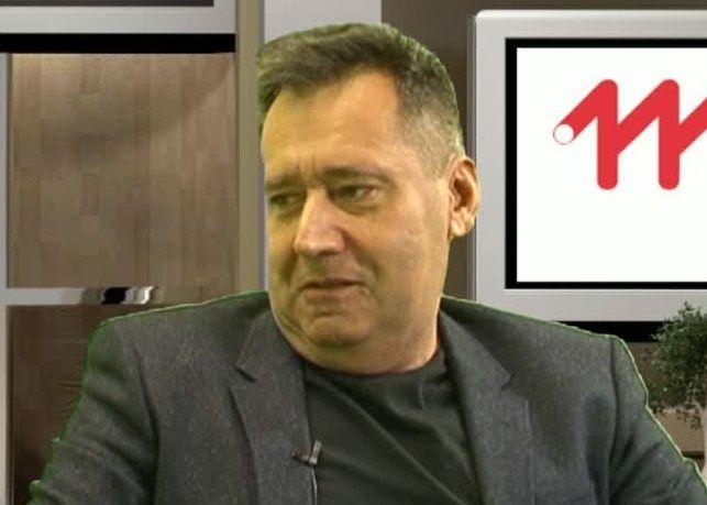 Czerwona kanapa – Jacek Kuźniewicz
