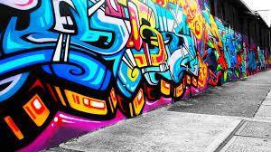 Po pijanemu malowali na ścianach dworca