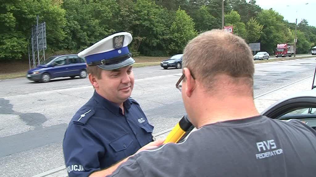"""Ponad 300 sprawdzonych kierowców podczas policyjnej akcji """"Prędkość"""""""