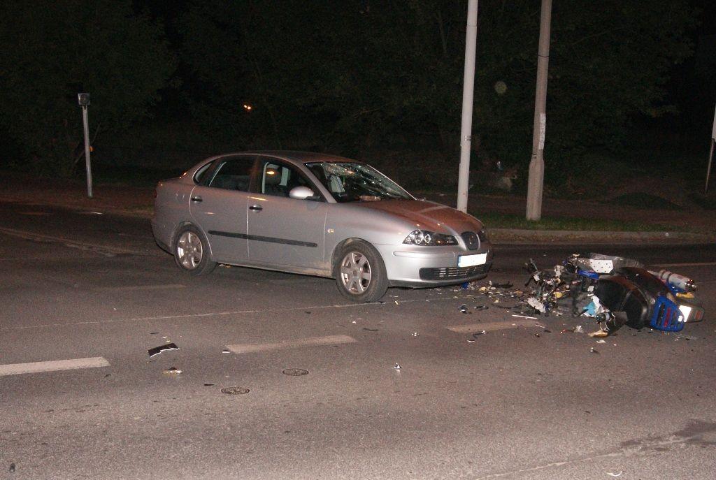 Skuter zderzył się z autem