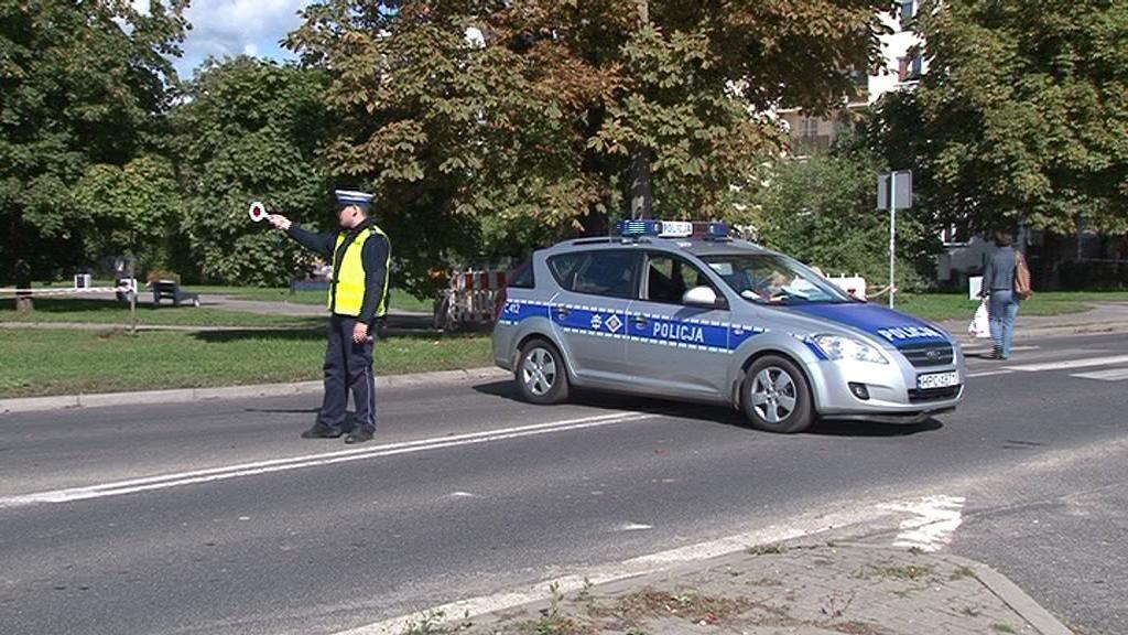 Trwa śledztwo w sprawie łapówek, które mieli brać policjanci z drogówki. Przesłuchują kierowców z całej Polski