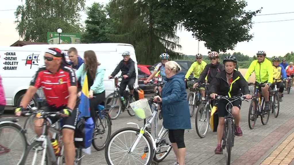Zielona kolejka i tłum na rowerach