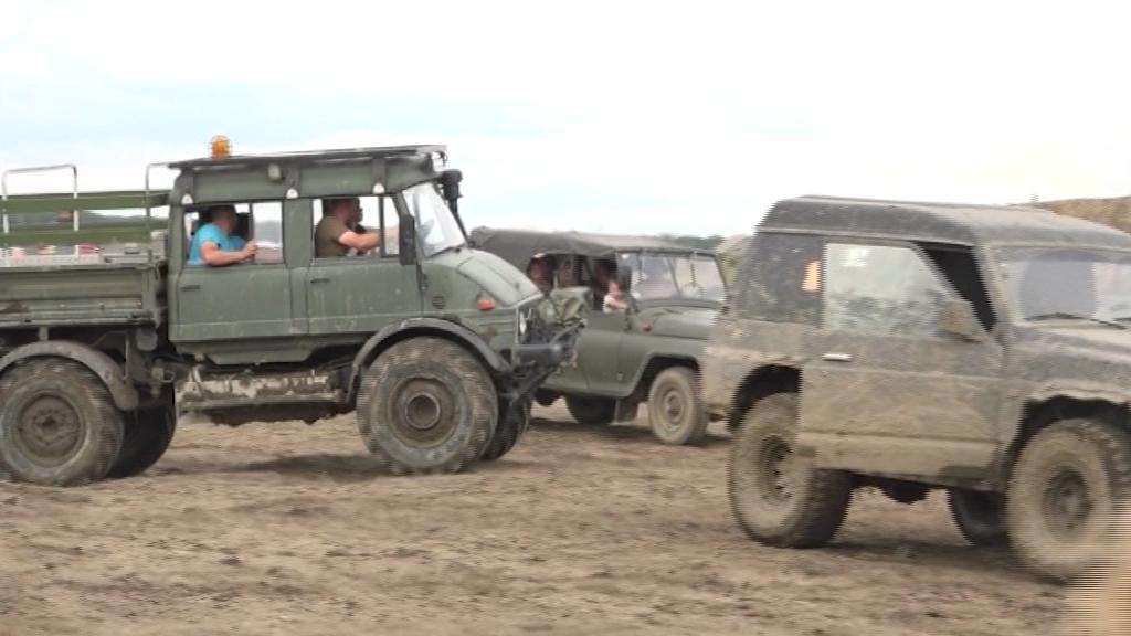 Czołgi, terenówki i błoto – Zlot militarny w Choceniu