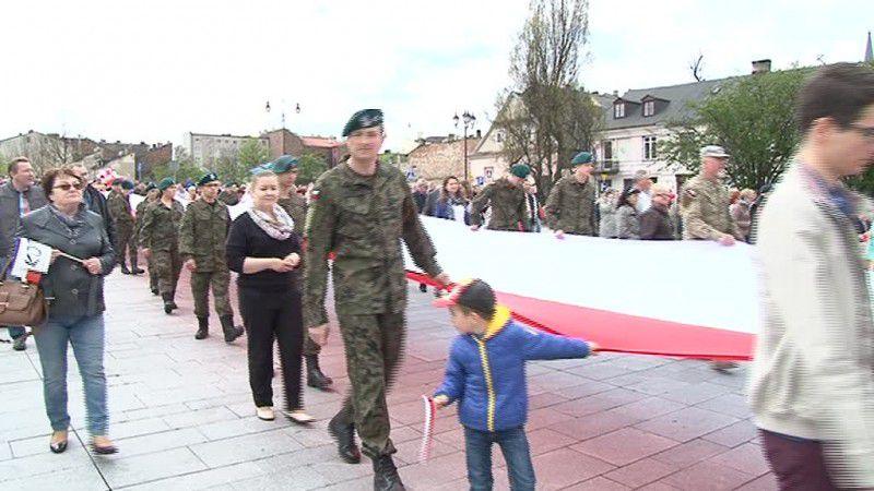 Wielka polska flaga na obchodach 2 maja!