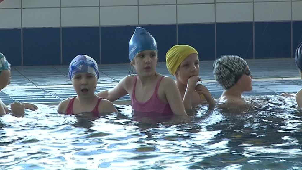 Woda im nie straszna… dzieci z włocławskich szkół na basenie czują się jak ryba w wodzie