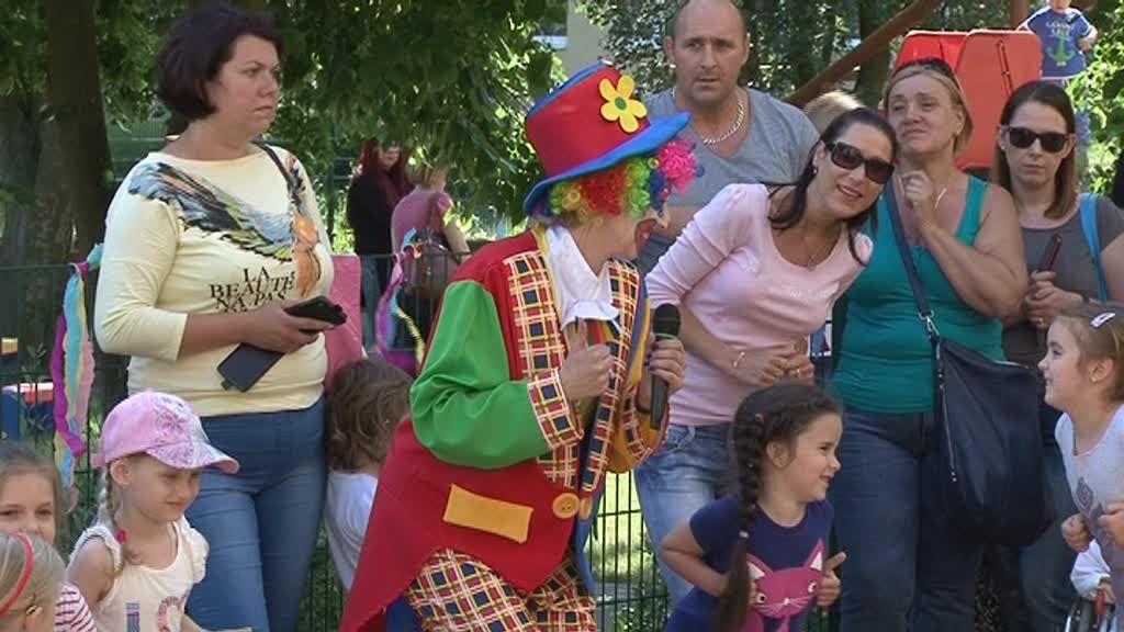 Wspólna zabawa dzieci i rodziców na festynie w Przedszkolu Publicznym nr 25