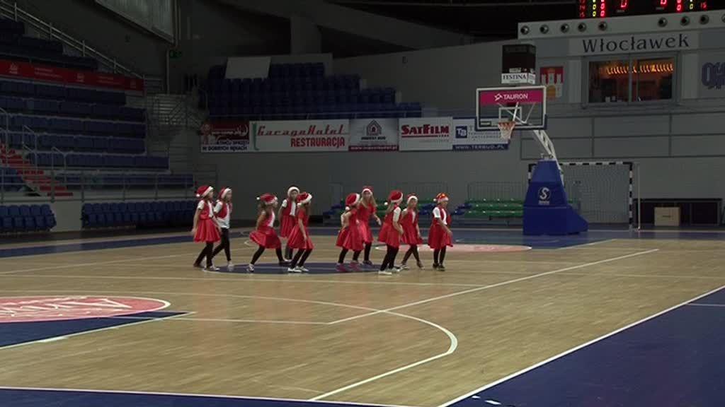Występy cheerleaderek, mecz koszykówki czyli… mikołajki na sportowo przygotowane przez SP 14