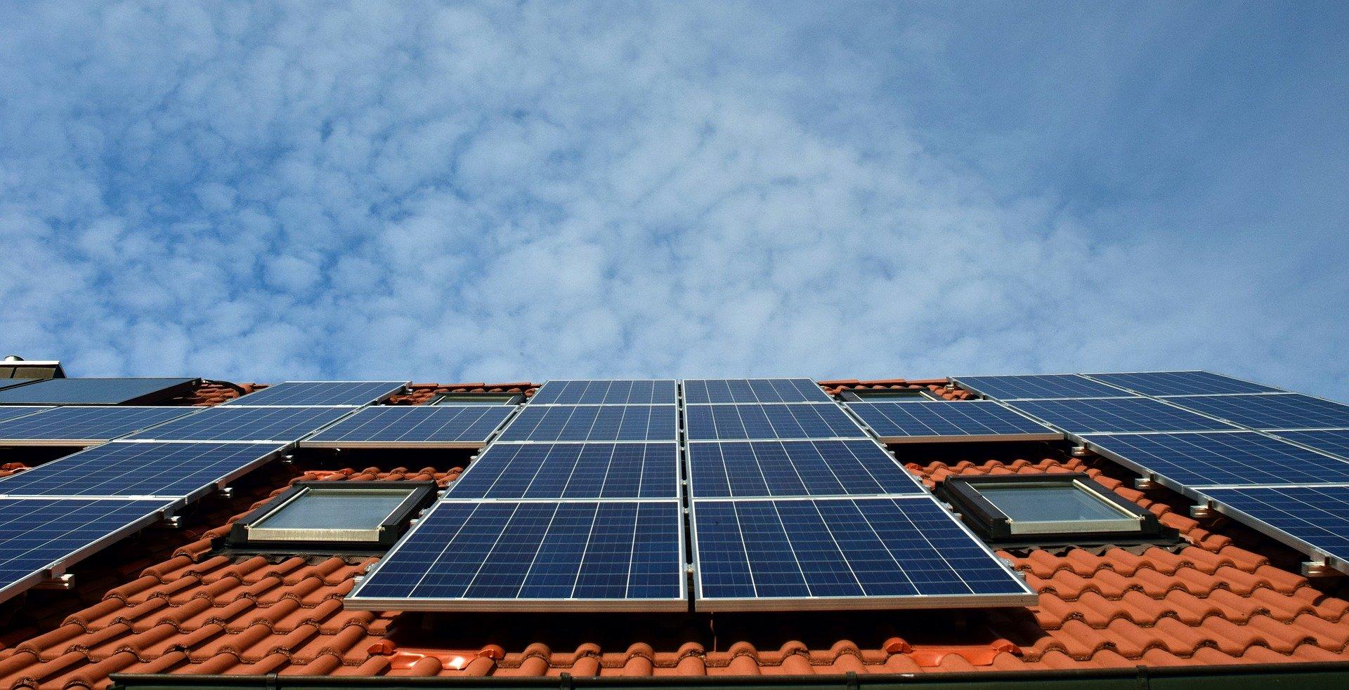 Fotowoltaika co to jest? Czy warto zainwestować w panele słoneczne?